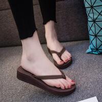 人字拖女夏简约时尚外穿防滑坡跟夹脚凉拖鞋中跟海边度假沙滩鞋潮
