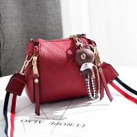 女士小包包新款秋冬韩版时尚手提斜挎女包简约百搭单肩水桶包