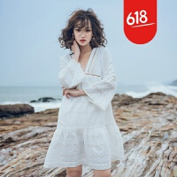 原创沙滩裙海边度假V领拼接ins超火裙子白色刺绣水溶镂空蕾丝连衣裙夏GH032 白色【预售】