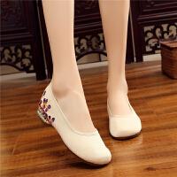 绣花鞋女新款民族风老北京布鞋坡跟平底一脚蹬妈妈工作单鞋内增高