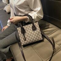 女包包春季新款潮韩版百搭单肩斜跨包手提包时尚迷你小包包潮