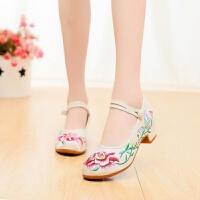 绣花鞋布鞋女鞋粗跟民族风复古刺绣旗袍秀鞋舞蹈鞋女单鞋婚鞋 G- 米色