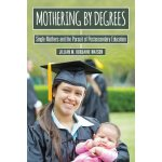 【预订】Mothering by Degrees 9780813588438