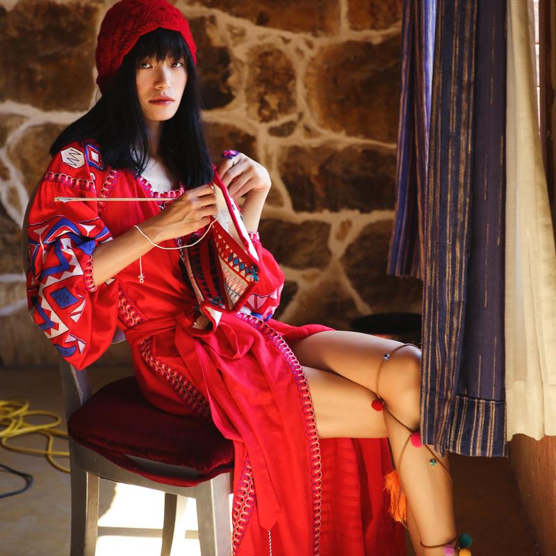 魅儿原创从那以后红色亚麻长袖沙滩长裙用刺绣来诠释民族风GH125 红色 发货周期:一般在付款后2-90天左右发货,具体发货时间请以与客服协商的时间为准