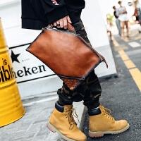 男士手包复古手拿包 韩版手包潮男街头铆钉手抓包单肩包 咖啡色