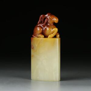 寿山巧色三彩芙蓉石 精雕路路通印章  jd1902