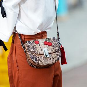单肩包小众设计师品牌2017夏天新款韩版个性蛇纹马鞍包刺绣流苏斜挎包女