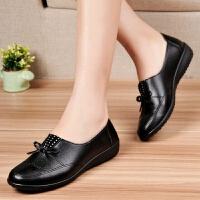 春夏季妈妈皮鞋中老年软底单鞋女鞋老人女士妇女鞋平跟大码 黑色2拼多多