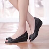 夏季舒适坡跟中年妈妈鞋凉鞋鱼嘴女坡跟镂空女鞋中跟休闲凉鞋