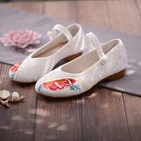 老北京布鞋女妈妈鞋复古民族风绣鞋女广场舞鞋一字带绣花鞋女古风 白色 半夏