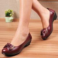秋新款中老年软底单鞋低跟妈妈鞋坡跟软底休闲女工作鞋黑色小皮鞋 红色K77