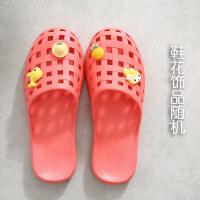 包头拖鞋女夏季居家室内浴室防滑洗澡卡通可爱塑料包脚洞洞凉拖鞋 西瓜红 饰物随机