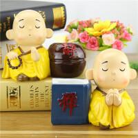 黄衣禅意小和尚笔筒 创意家居学生新奇特精品货源 树脂工艺品
