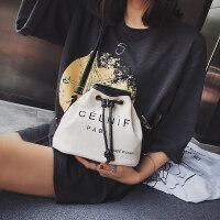 小包包女2018新款设计时尚潮流单肩斜挎帆布包水桶包