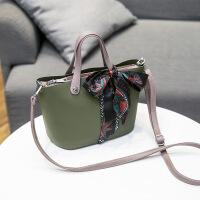 2018夏季新款韩版女式水桶包潮流时尚百搭女式斜挎包单肩包女包