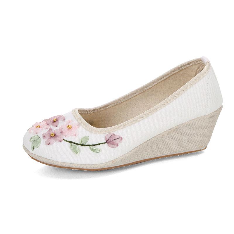 中国风坡跟老北京布鞋民族风复古绣花鞋汉服古风高跟舞蹈女单鞋