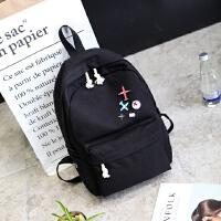 新款韩版简约纯色帆布双肩包徽章时尚背包外贸学院风初中高中学生书包