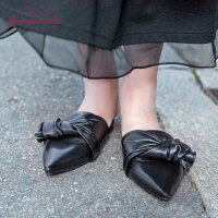 生活在左2019春夏款新品黑色羊皮革文艺女鞋休闲女士鞋子平跟拖鞋