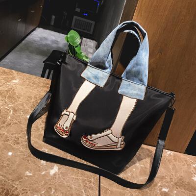 女式斜挎包包女包2018新款韩版时尚刺绣拼接手提包尼龙布休闲单肩斜挎包 发货周期:一般在付款后2-90天左右发货,具体发货时间请以与客服协商的时间为准