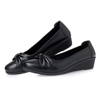 妈妈鞋单鞋软底舒适浅口皮鞋2019新款女式春季中跟中老年女鞋 厂家直营店脚肥建议拍大一码
