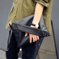 男士手包时尚潮铆钉手拿包信封包男女单肩包斜挎包休闲包潮手腕包潮包新款 黑色