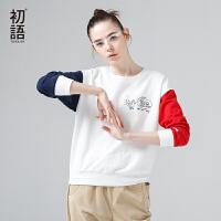 【品牌盛典 2件5折】初语 2018春秋新款趣味字母不对称撞色长袖个性短款卫衣女套头
