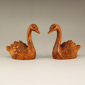 天然小叶黄杨木雕刻天鹅一对摆件