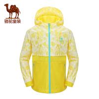 小骆驼童装春新款时尚印花防风夹克女童连帽运动外套儿童茄克