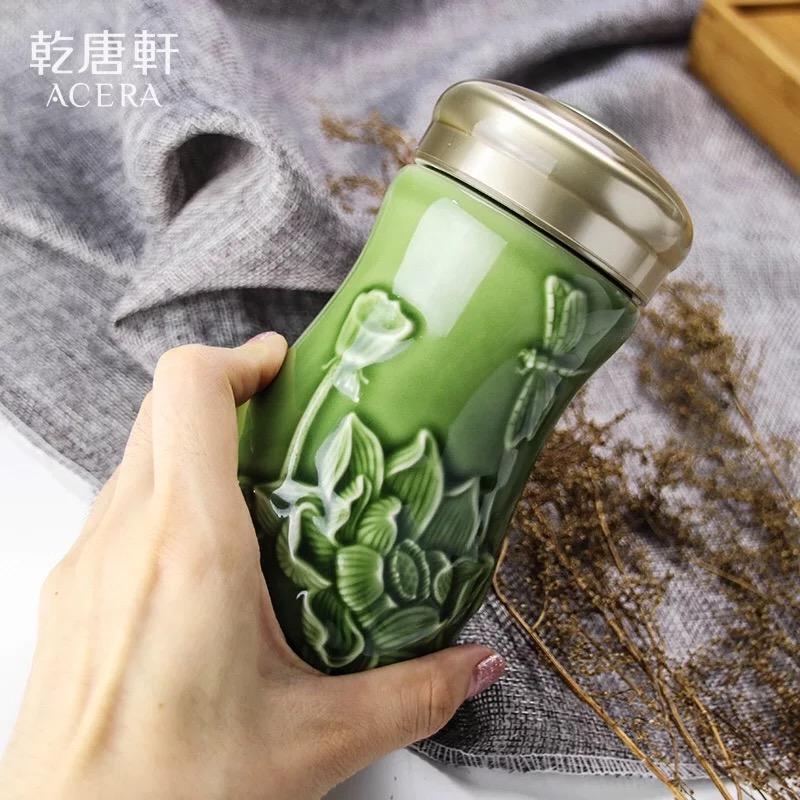 乾唐轩活瓷杯小蜻蜓夏荷随身杯单层400ml 耀洲绿礼盒装送杯套陶瓷水杯杯子