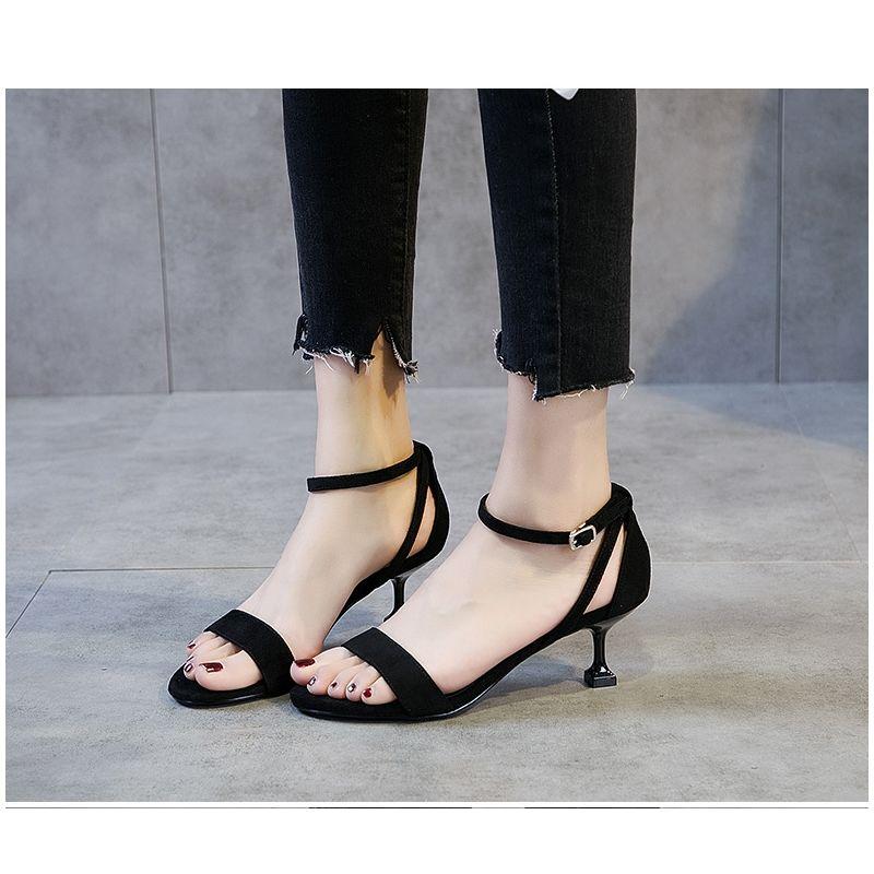 凉鞋女2019夏季韩版新款一字扣中跟细跟时尚百搭5cm猫跟露趾女鞋