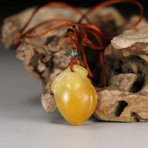 寿山老性结晶黄芙蓉石 精雕寿桃挂件  p3807