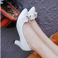 春季百搭单鞋女大小码工作鞋高跟中跟蝴蝶结漆皮女士皮鞋粗跟女鞋