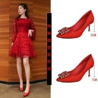 红色婚鞋喜庆新娘鞋尖头绸缎水钻装饰19新款5-7公分细跟宴会性感
