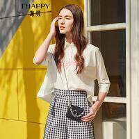 【街拍】海贝2017年秋季新款女装 纯棉减龄小尖领潮流字母印花中袖白衬衫