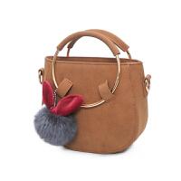 版时尚女生包包 金属圆环纯色磨砂女包 可爱毛毛球挂饰单肩包斜挎包 女潮包 棕色