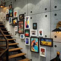 简约现代公寓相片墙创意个性挂钟复式相框墙组合楼梯装饰照片墙
