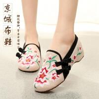 20190923084119532春夏老北京绣花布鞋坡跟民族风红色平底复古式婚鞋舞鞋女单鞋