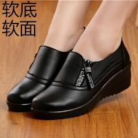 妈妈单鞋女中老年妇女坡跟软底老人皮鞋厚平底防滑大码舒适工作鞋