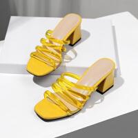 透明露趾一字拖鞋女夏2019新款中跟拖鞋时尚穿粗跟凉拖女
